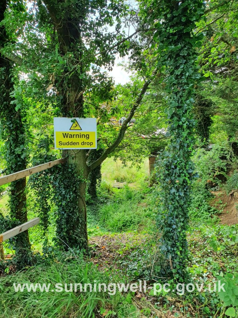 Bayworth Quarry Footpath, official H&S warning sign posted by Sunningwell Parish Council 09.08.2021