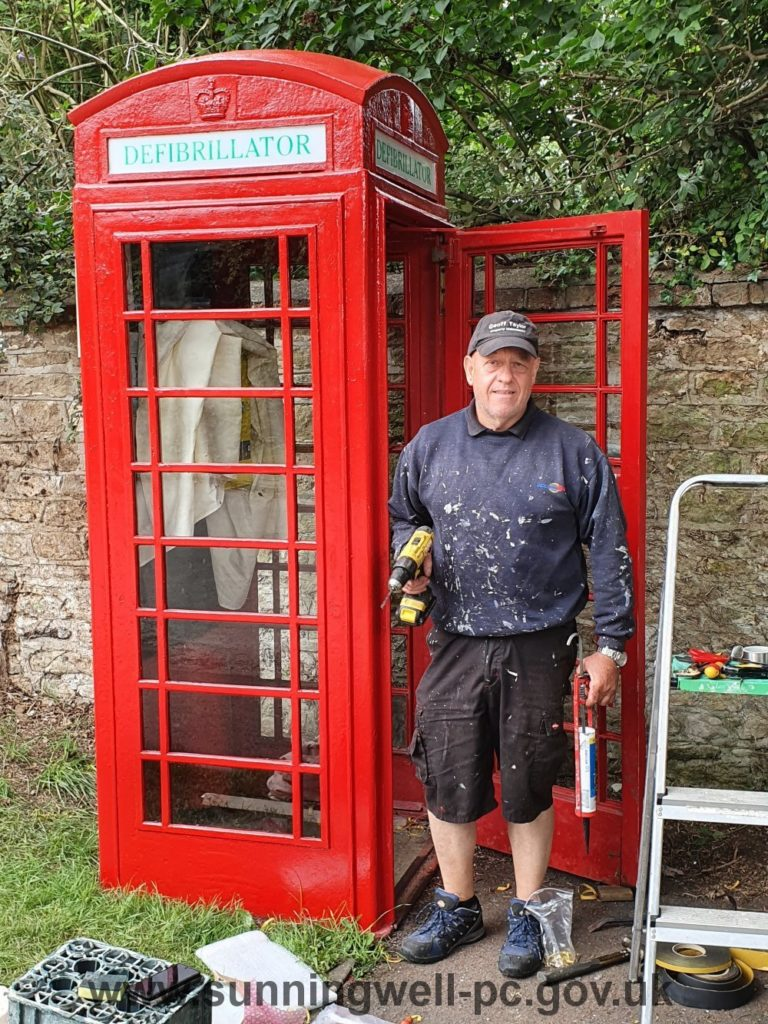 Bayworth born Geoff Taylor contracted by SPC to refurbish the Sunningwell village defibrillator kiosk