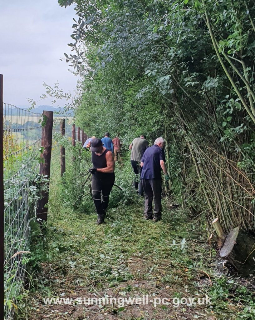 Working party clearing the Quarry Footpath 1